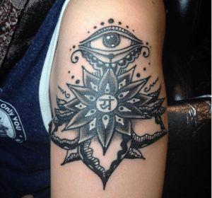 St. Louis Tattoo Artist Lora 1